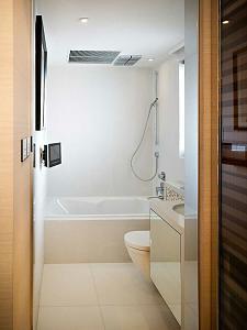 Pulsa en la imagen para verla en tamaño completo  Nombre: bañera-mural-ducha-moderna.jpg Visitas: 63 Tamaño: 58.1 KB ID: 2488